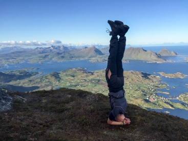 Head stand on the top of Skottinden